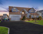 285 Willetts Ln, West Islip image