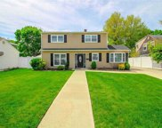39 Rope  Ln, Levittown image