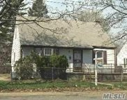 710 County Line Rd, Amityville image