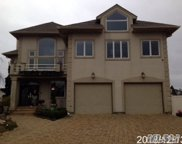 27 Waters Edge Ct, Babylon image
