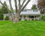 6255 Pinetree Dr, Shelby Twp image