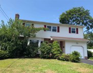 1 Vic Ct, N. Babylon image