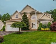 7 Peachtree Ct, Holtsville image