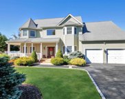 17 Gibbons Ct, Sayville image