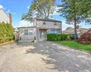 28 Windermere  Drive, Yonkers image