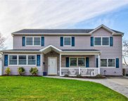 6 Lilac  Ln, Levittown image