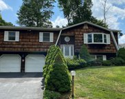 406 Country Ridge  Drive, Valley Cottage image