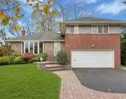 21 Clearland Rd, Syosset image