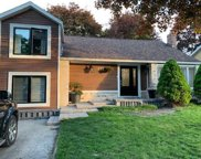 252 Avenue Rd, Newmarket image
