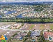2922 Lake Ridge Ln, Weston image